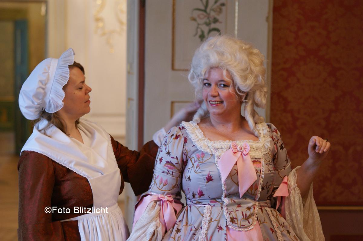 Gräfin und Zofe im Neuen Schloss Tettnang