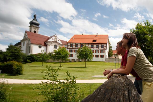 Konviktskirche und Städtische Galerie in Ehingen