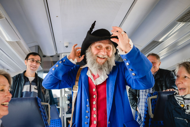 Max Elsässer im Zug