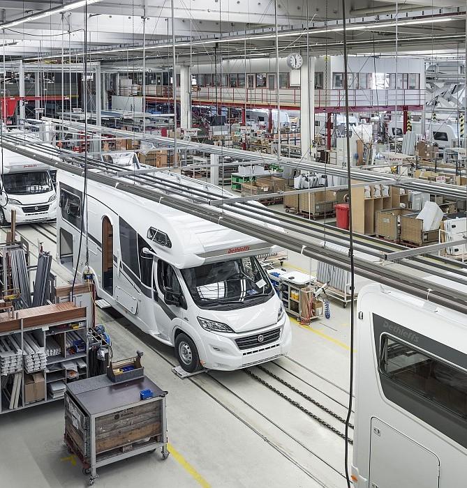 Blick in die Produktionshalle bei Dethleffs