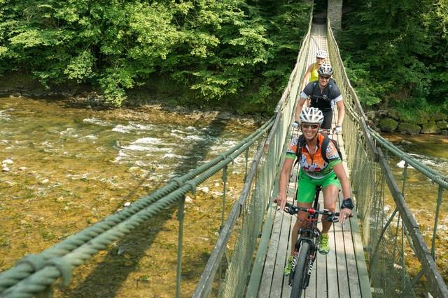 Argenbrücke mit Radfahrer