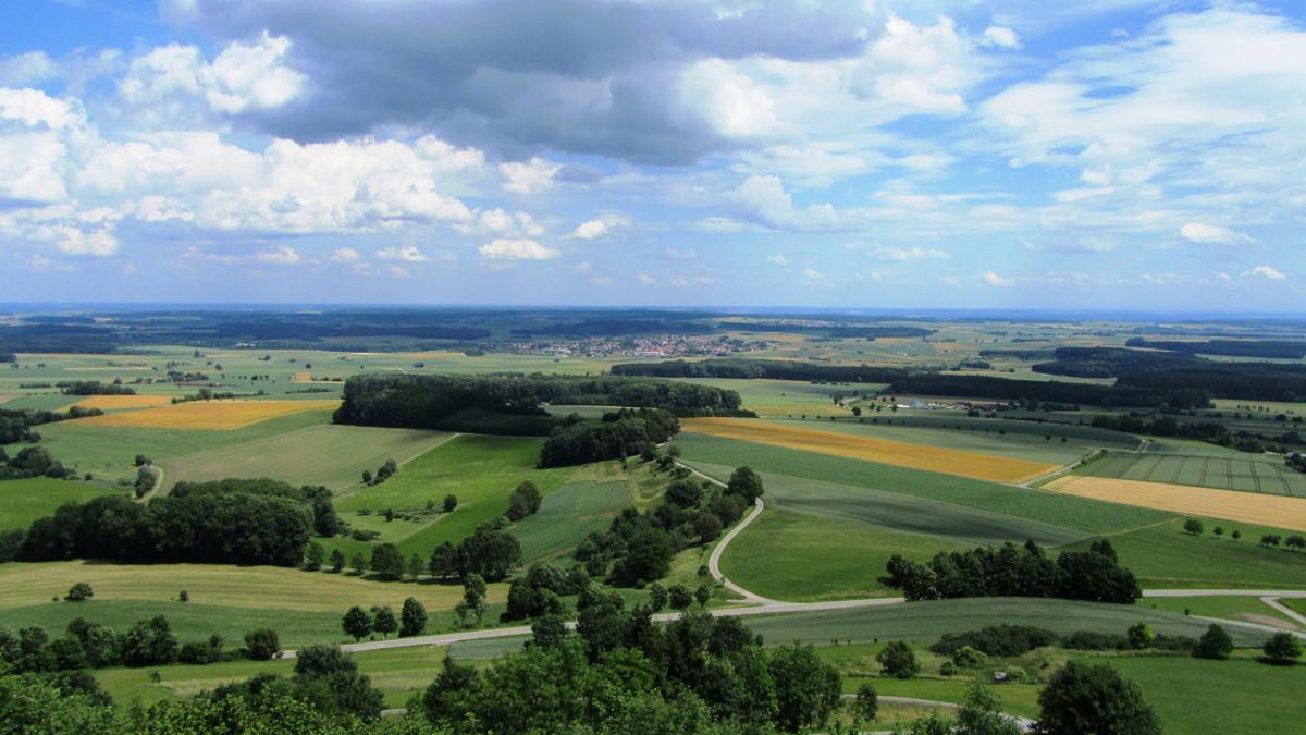 Aussichtspunkte entlang des Oberschwaben-Allgäu-Radwegs: Landschaft bei Uttenweiler