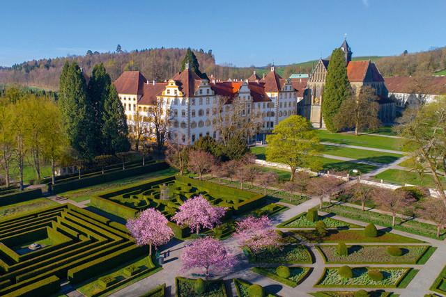Schloss Salem Außenansicht im Frühling