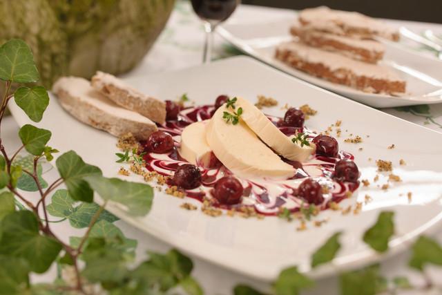 Barockes Menü_Nachtisch mit Kirschen