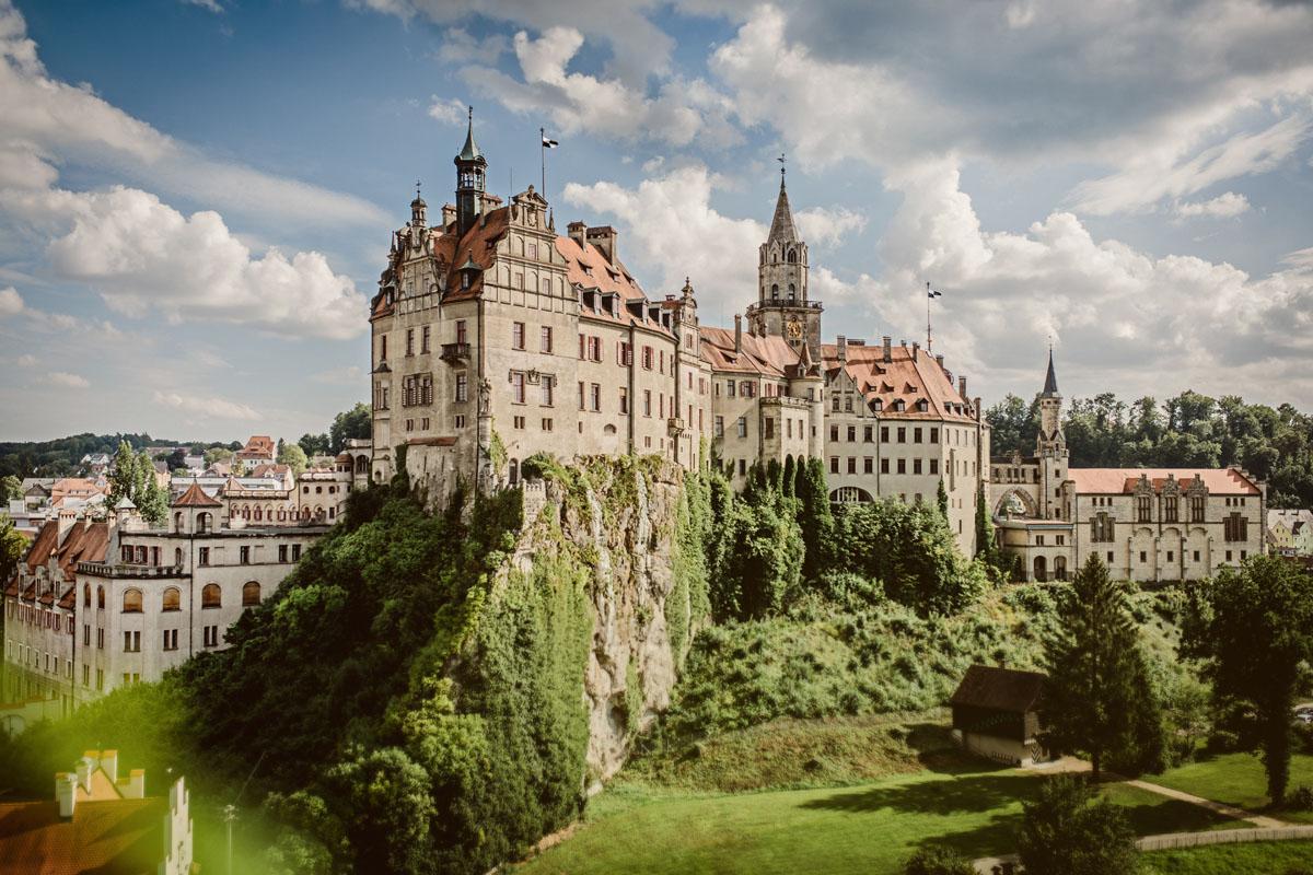 Außenansicht des Hohenzollernschloss Sigmaringen auf Donaufelsen
