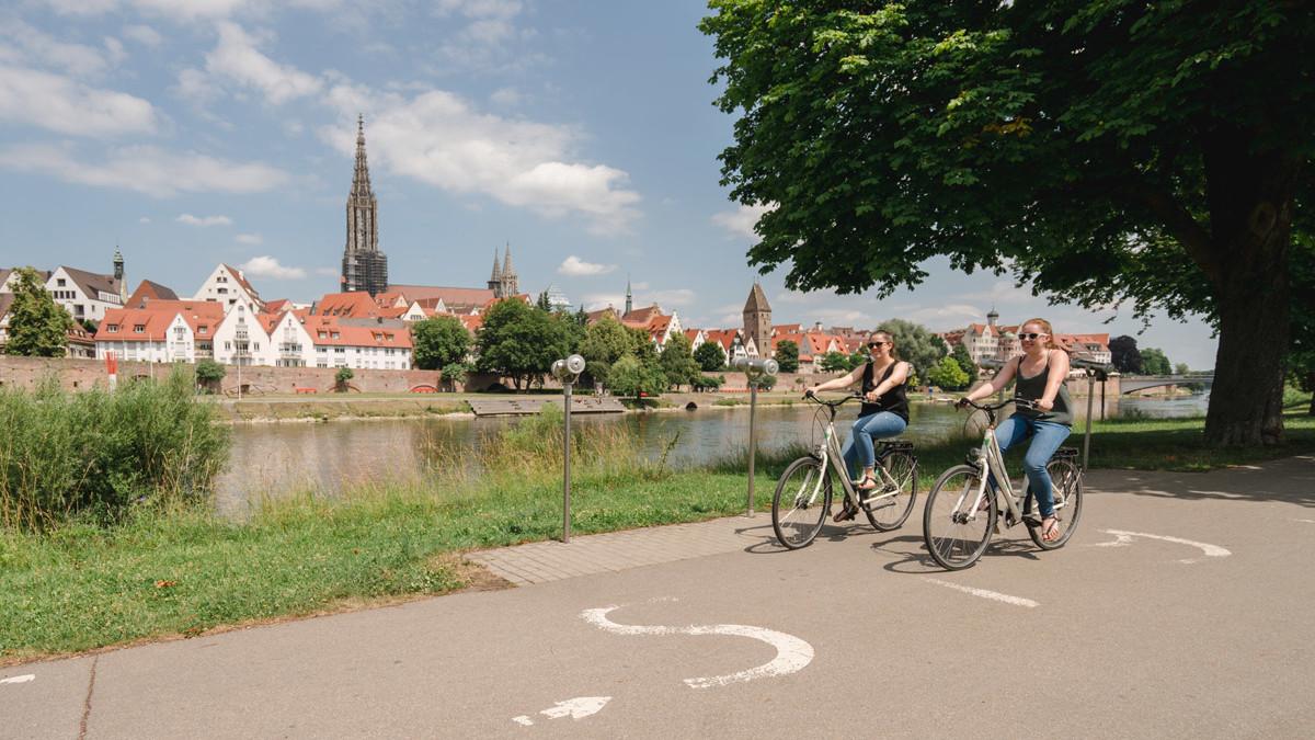 Aussichtspunkte entlang des Oberschwaben-Allgäu-Radwegs: Radfahren an der Donau in Ulm