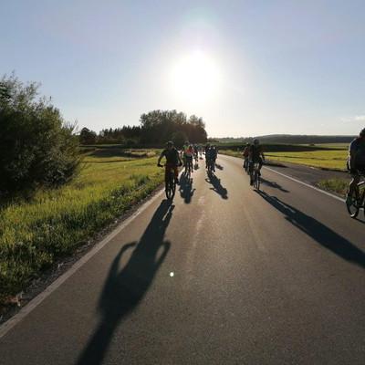 Aussichtspunkte entlang des Oberschwaben-Allgäu-Radwegs: Radfahrer in Altshausen